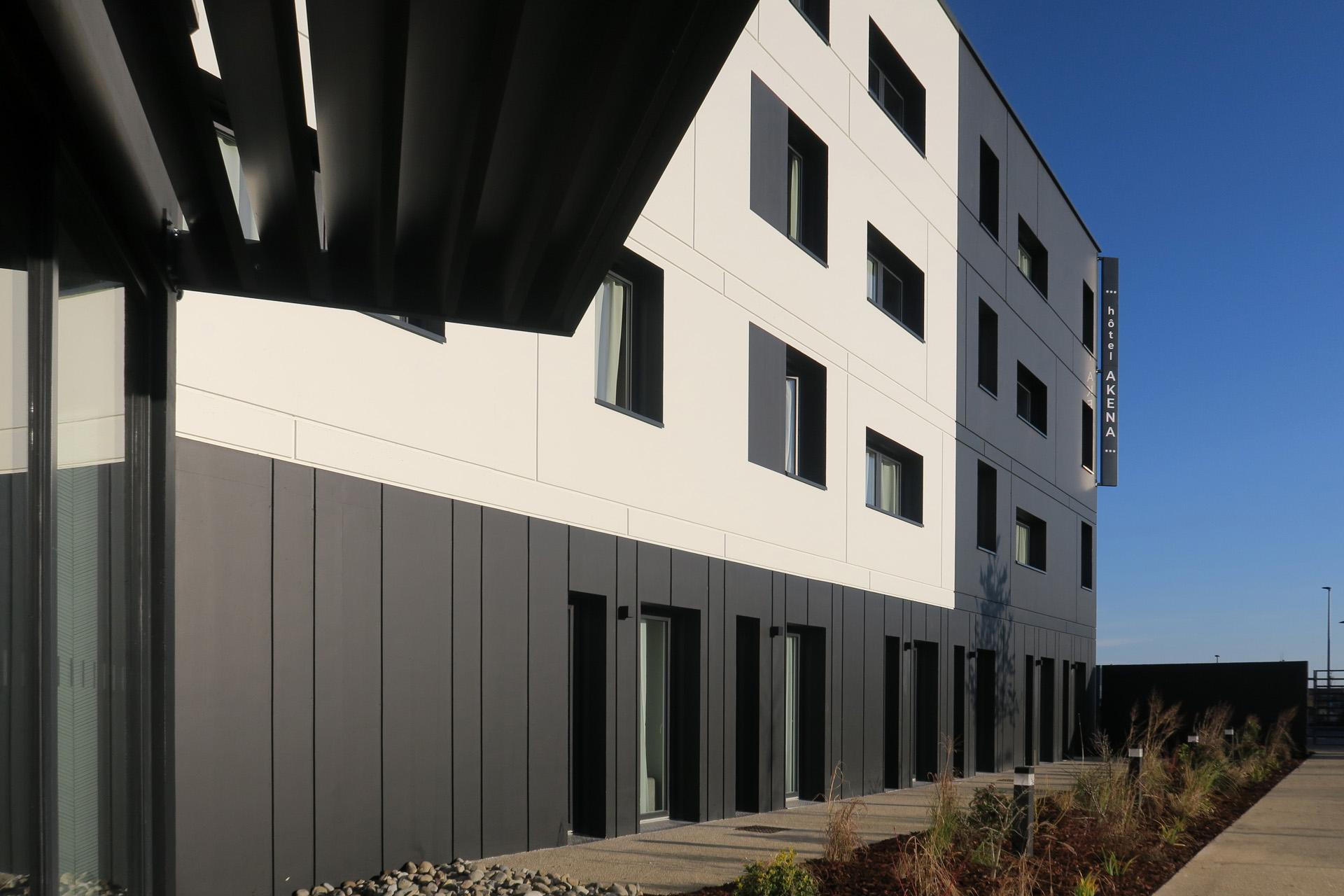 L'Akena Hôtel Troyes propose chambres, suites, salles de séminaires et coworking à 10 minutes de Troyes.