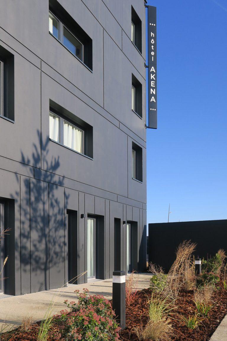 L'Akena Hôtel Troyes est situé au coeur de la Champagne, près de la gare, de l'aéroport Troyes-Barberey et des autoroutes.