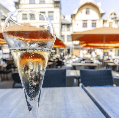 Post instagram d'une coupe de champagne