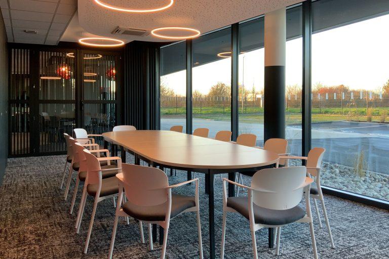 L'Akena Hôtel Troyes propose 2 salles de réunion à la lumière du jour et peut organiser vos pauses sucrées ou salées.